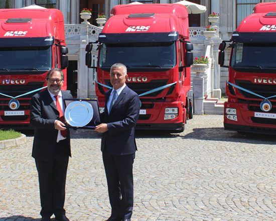 Empresa turca recebe 200 caminhões Stralis Hi-Road