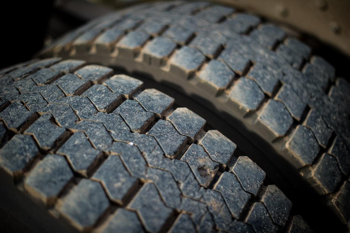 voc sabe tudo sobre os pneus do seu caminh o cuidados e dicas blog da iveco. Black Bedroom Furniture Sets. Home Design Ideas